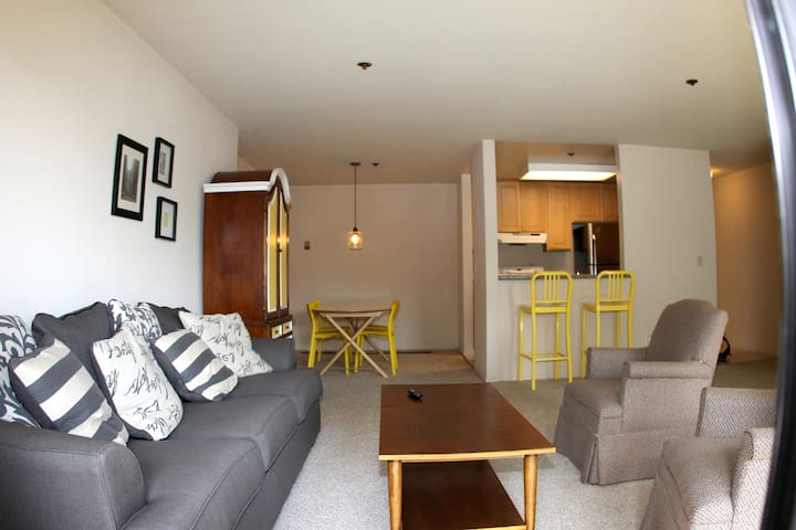 Sunny two bedroom 1 block from Bart Train and SFO