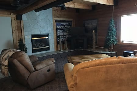 Fun Cabin Retreat Near Tamarack - The Family Cabin
