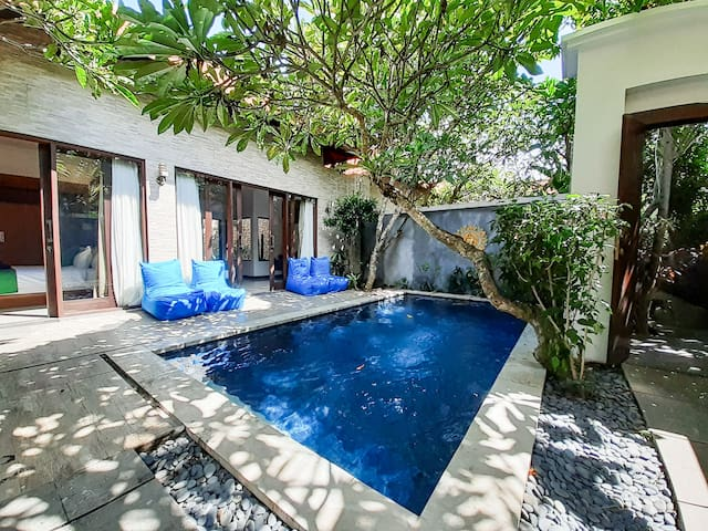 Villa 2 bedrooms and pool, 5mn from Canggu beach:
