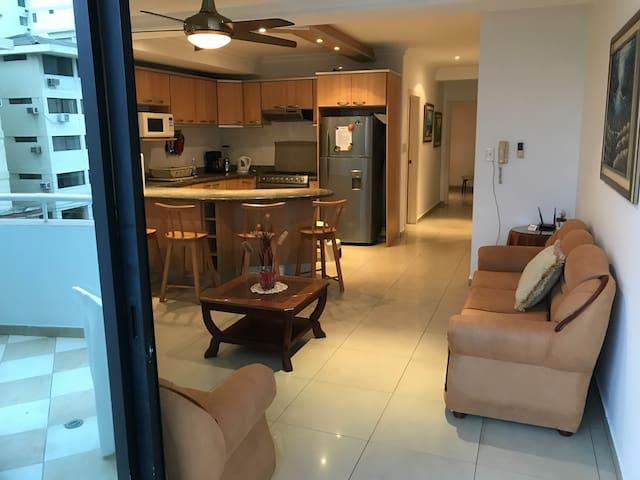 2 Bedroom Condo in Salinas w/free Parking & Wifi