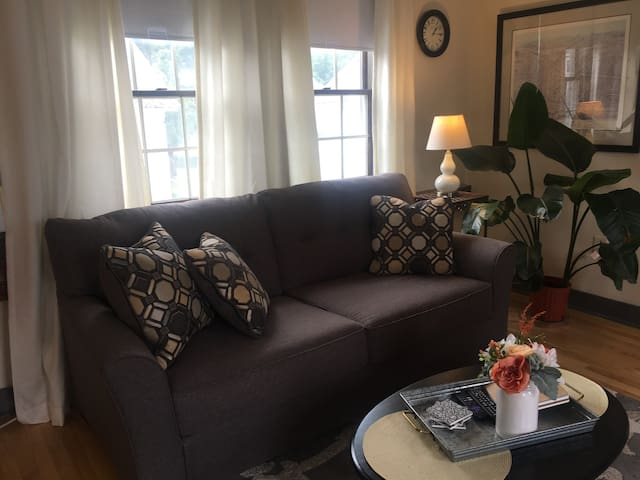 Sunny New England Apartment