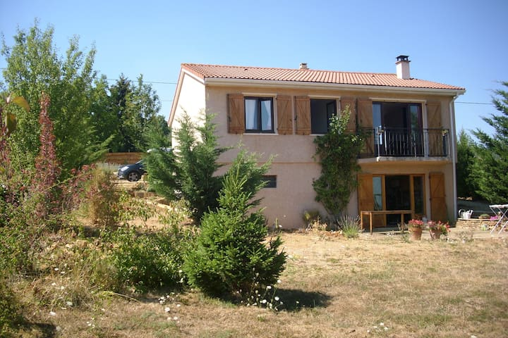 Family home with garden - Frontenas - Talo