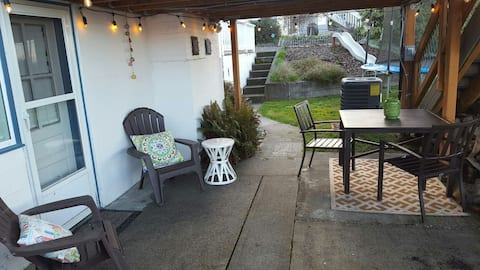 Sunny Studio with Water View**no cleaning fees**