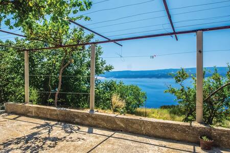 Holiday apartment with 2 bedrooms on 65m² in Lokva Rogoznica
