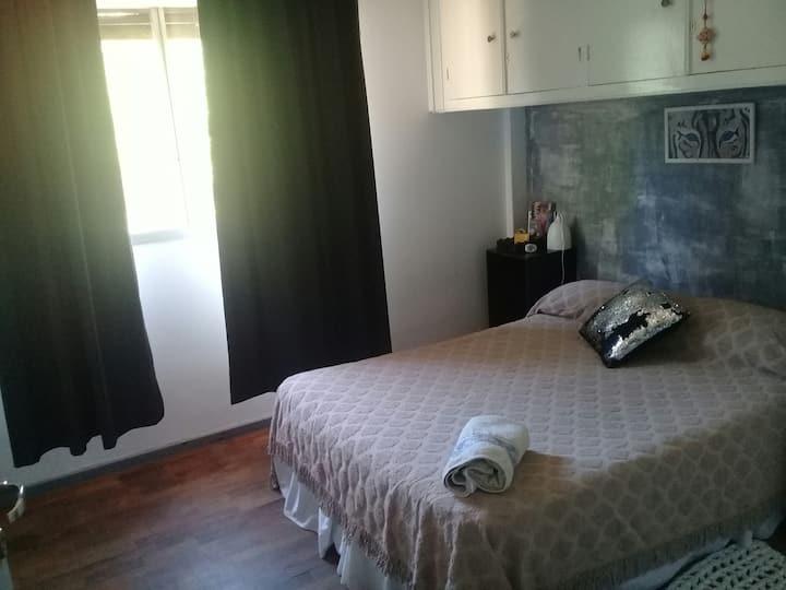 Habitación cómoda, baño privado, desayuno, centro!