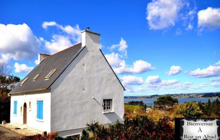 Confortable & spacieux cottage, belle vue marine - Rosnoën - Huis