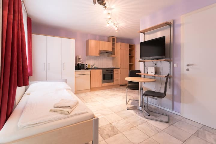 Studio L8 for 2 with free parking and garden