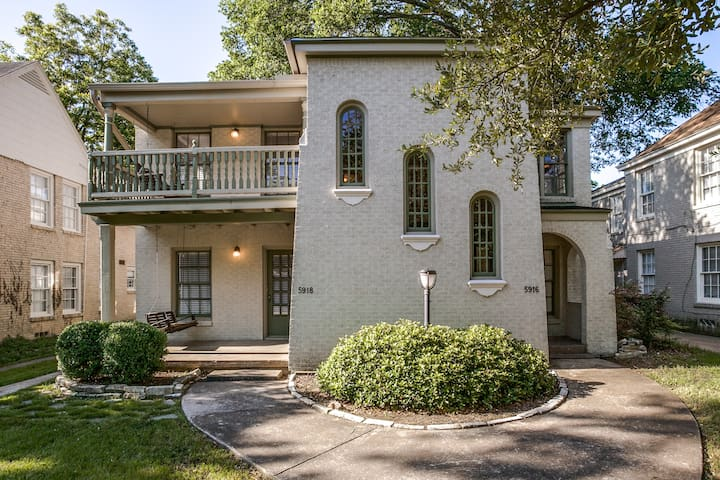 Awesome Casa: Walk to Greenville!