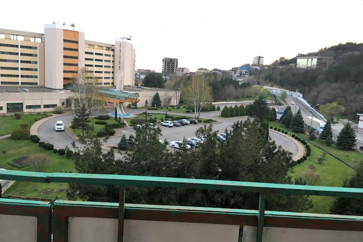 Квартира с балконом. Вид на горы и на море