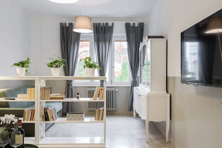 Amazing apartment near food and business district
