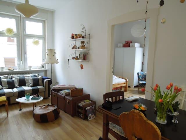 Helle 60-m2-Wohnung in Altbau, direkt am Niddapark - Frankfurt nad Menem - Apartament