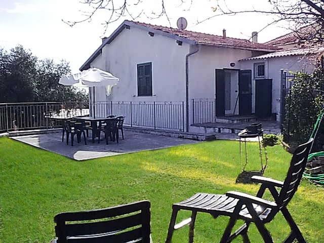 Villa per vacanze in Liguria | V07 - Gorleri - Hus