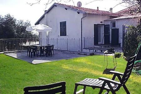 Villa in Diano Gorleri   V07 - Gorleri - Dům