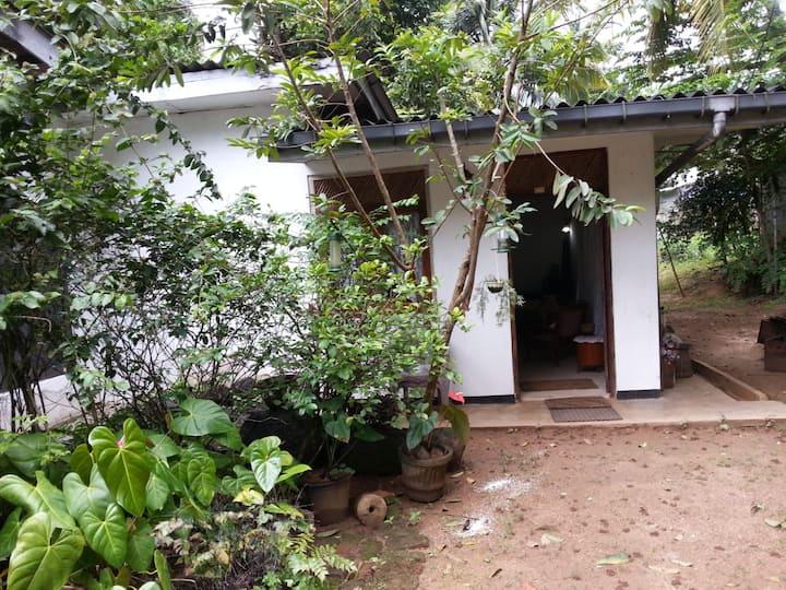 Quiet home in Anniewatte Kandy