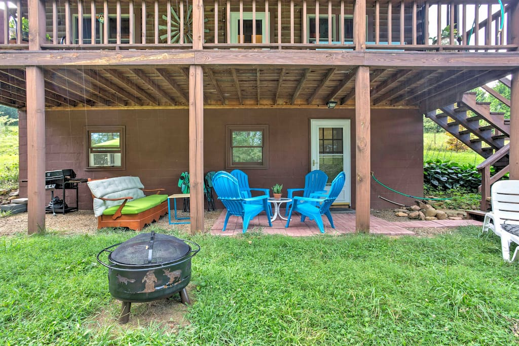 This 2,300-square-foot cabin is nestled on 3.5 quiet acres of rural farmland and is great for barbecues, family reunions and weddings!