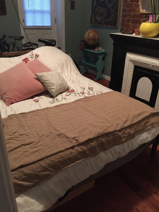 Bedroomroom w/Full Bed (NEW)