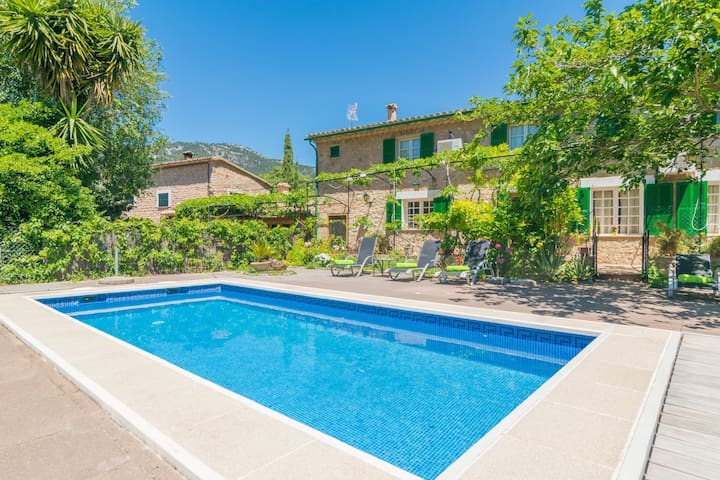 CAN ALTES - Lovely villa with private pool at the foot of the mountains. Free WiFi