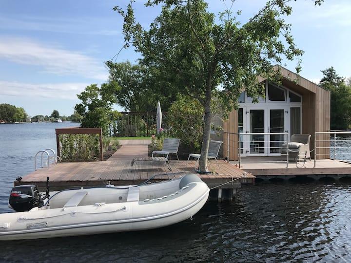 Floating tiny house Java Island (nearby Amsterdam)
