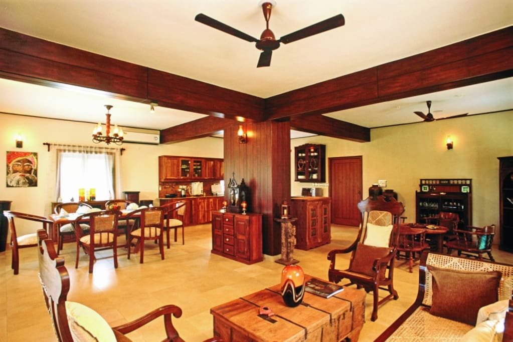 Spacious airconditioned living room and kitchen