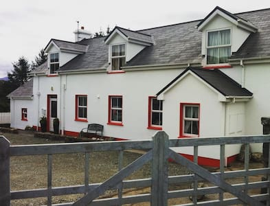 The Old School House Cottages, Clifden, Connemara. - Clifden