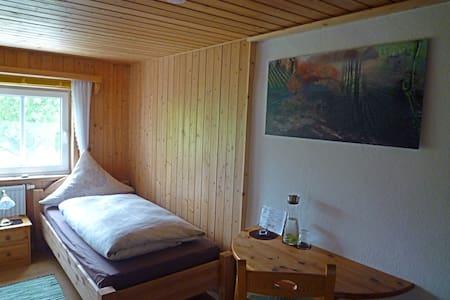 Zwei Einzelzimmer im Allgäu - Oy-Mittelberg - บ้าน