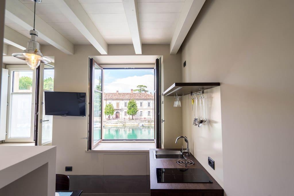 Minimal corner studio studio 1 a peschiera del garda for Studio i m immobiliare milano