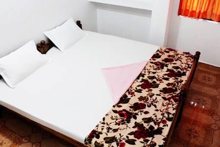 Greenland homestay Family Room 10 - Idukki - Talo