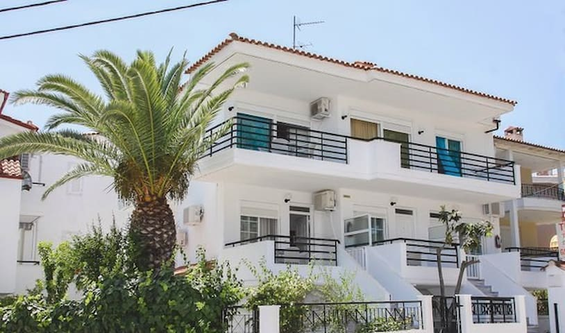 Nice Apts for 2-8 persons close to the sea - Chaniotis - Aparthotel