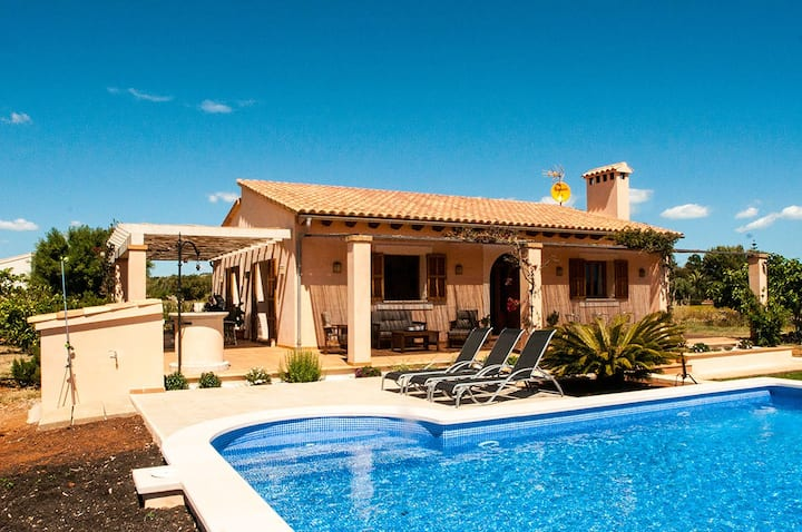 Well-kept Finca with pool, only 2 km from the sea