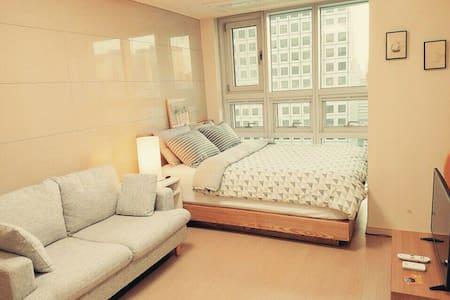 BK House Myeongdong(1min metro+4G wifi egg)