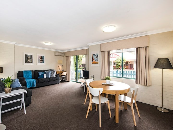Staywest 29 - Family friendly with Pool & Spa
