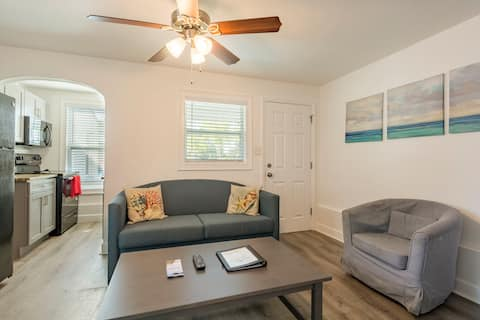 One Bedroom with Full Kitchen Near Beach Apt#3