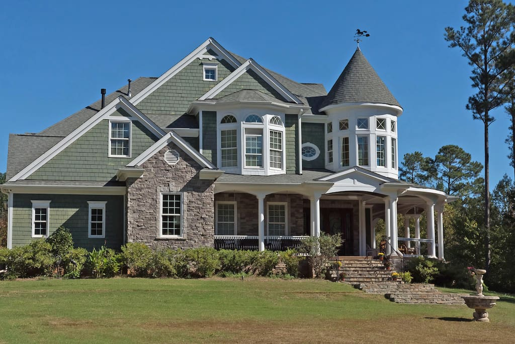 This floor plan was a west coast builders entry in the parade of homes winning 17 out of 22 awards!