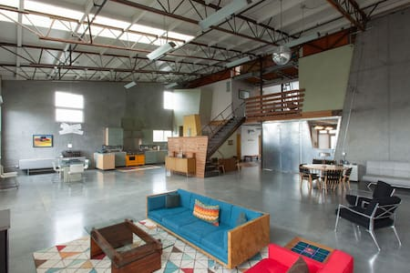 Stylish modern loft in trendy West End, near beach - Santa Cruz - Loft