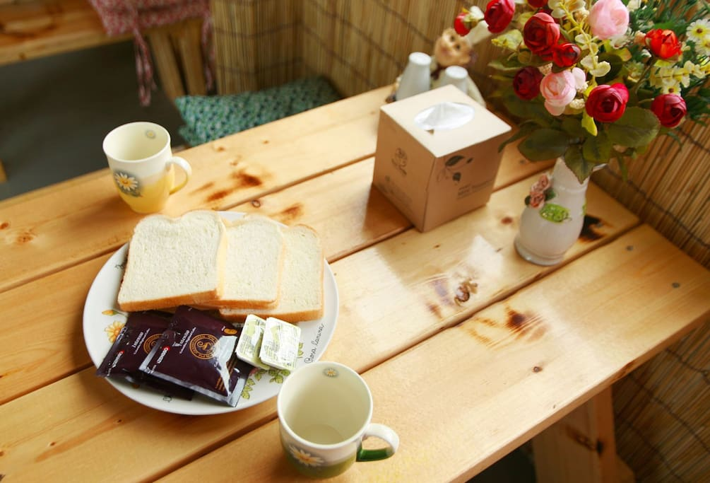 간단한 조식이 가능한 빵과 커피를 무료로 제공해드립니다.
