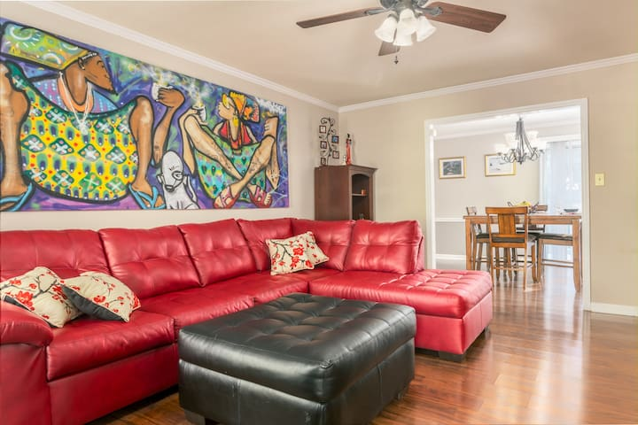 Colorful & Relaxing Home close to Downtown & Duke!