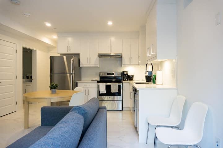 Cozy Modern 2 Bedroom Suite