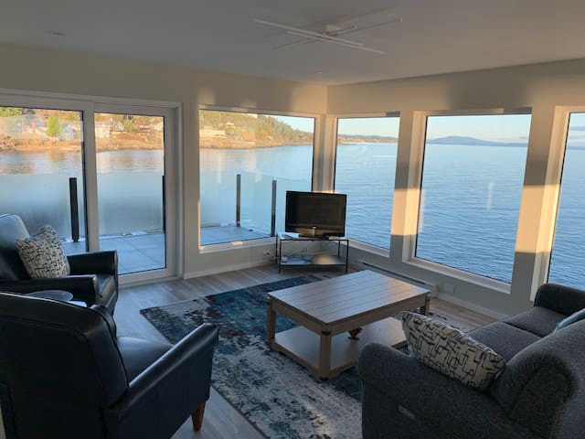 Ocean front Orca view Sunset Suite
