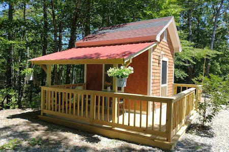 Bunkhouse Glamping At It's Best w Charming Porch