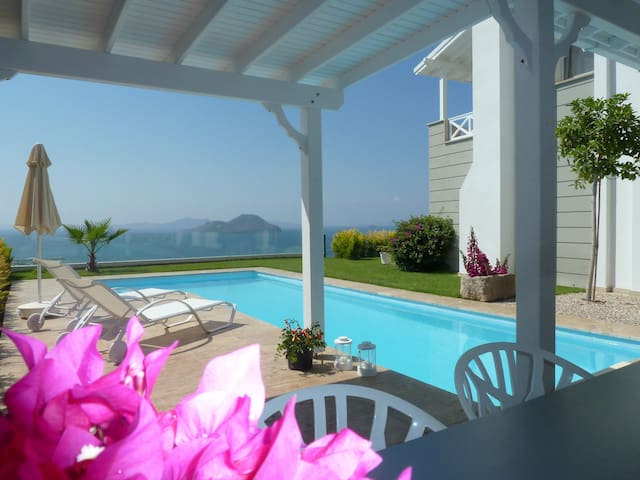 Villa with great panoramic seaview & private pool - Bodrum - Huis