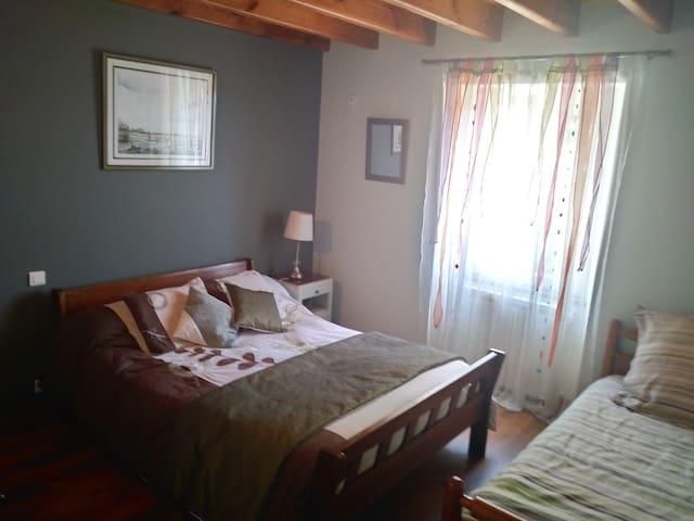 chambre 1 lit 140 et 1 lit 90