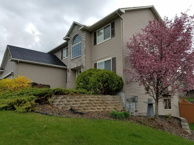 10 mins from MALL OF AMERICA. - Farmington - Huis