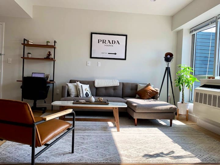 Mid Century Modern Oasis Minutes from Midtown