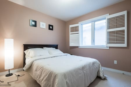 Private Cosy Bedroom - Brampton