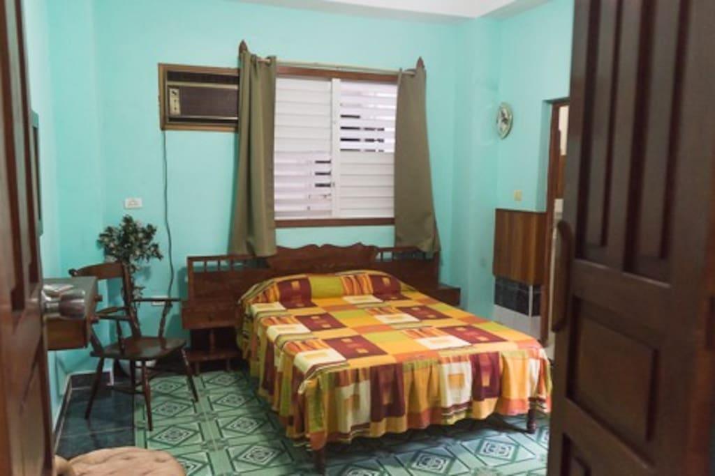 Zimmer #2 mit direktem Zugang zu Innenhof