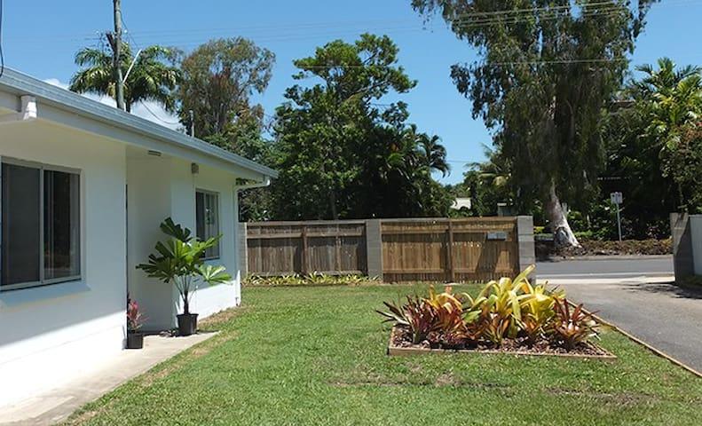 Sunbird Beach Cottage Great Value in Trinity Beach - Trinity Beach - House