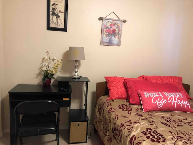 Beautiful room is close to strip airport & mall