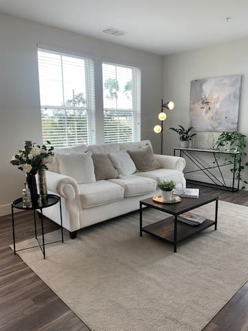 Luxury downtown apt 15 minutes from Universal
