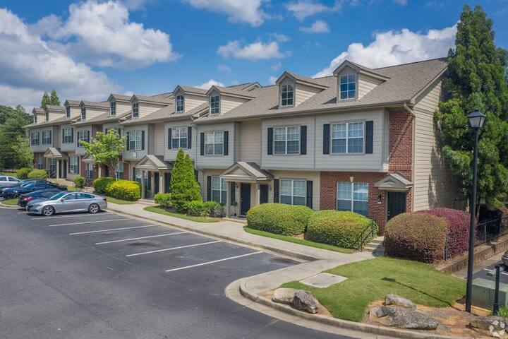 Entire Townhome • Camp Creek • 5 miles To Airport
