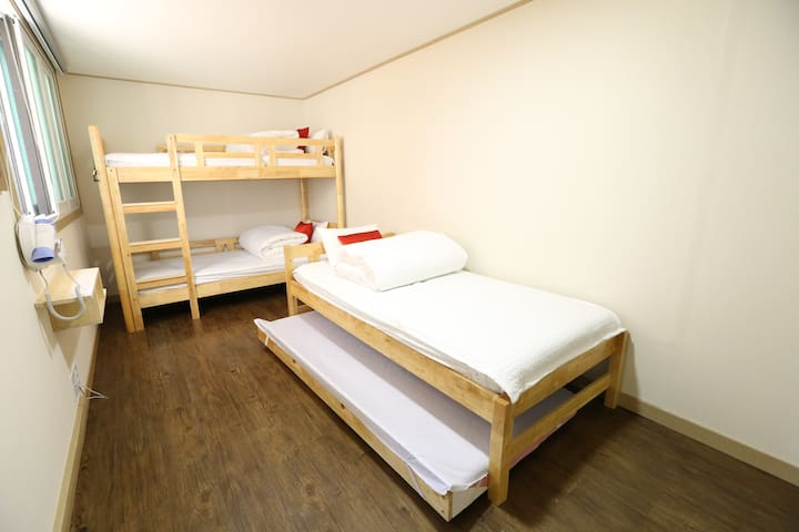 Philstay Itaewon - Triple room